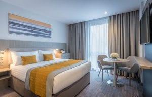Maldron Hotel Glasgow luxurious King Koil double bed